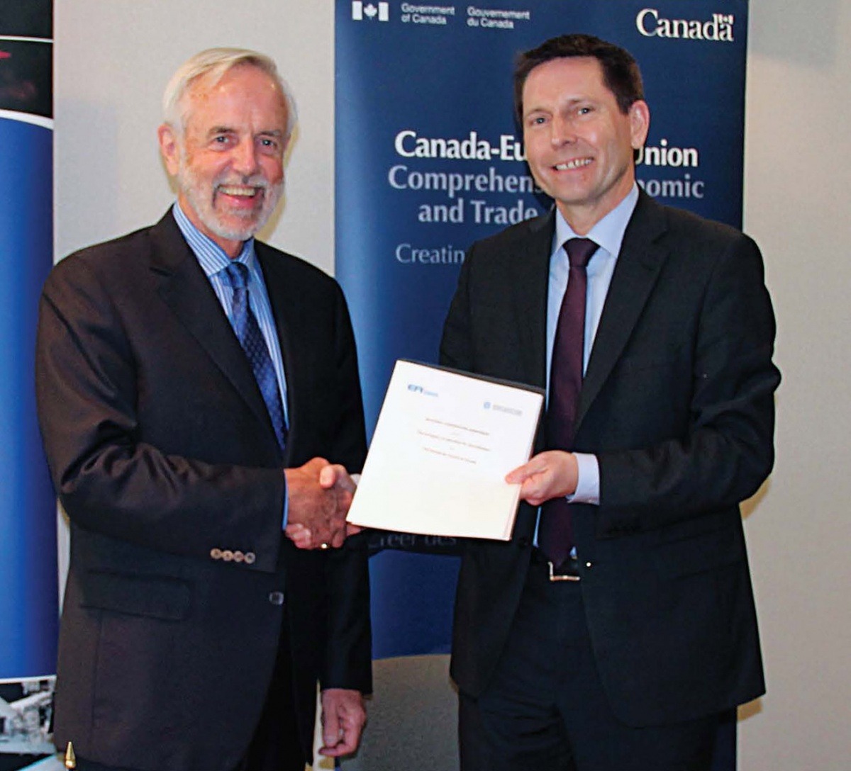 EA Executive Secretary Andreas Steinhorst and SCC CEO John Walter sign a Cooperation Agreement, June 2016.