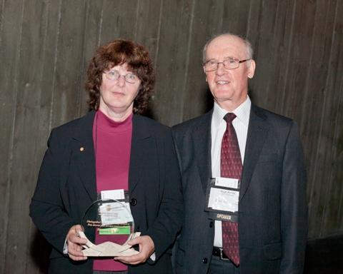 Photo of Ms. Maureen O'Neill, the 2010 recipient of the SCC Distinguished Service Award, accompanied by SCC Chairman, Hugh Krentz.